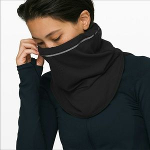 Lululemon cross chill run neck warmer
